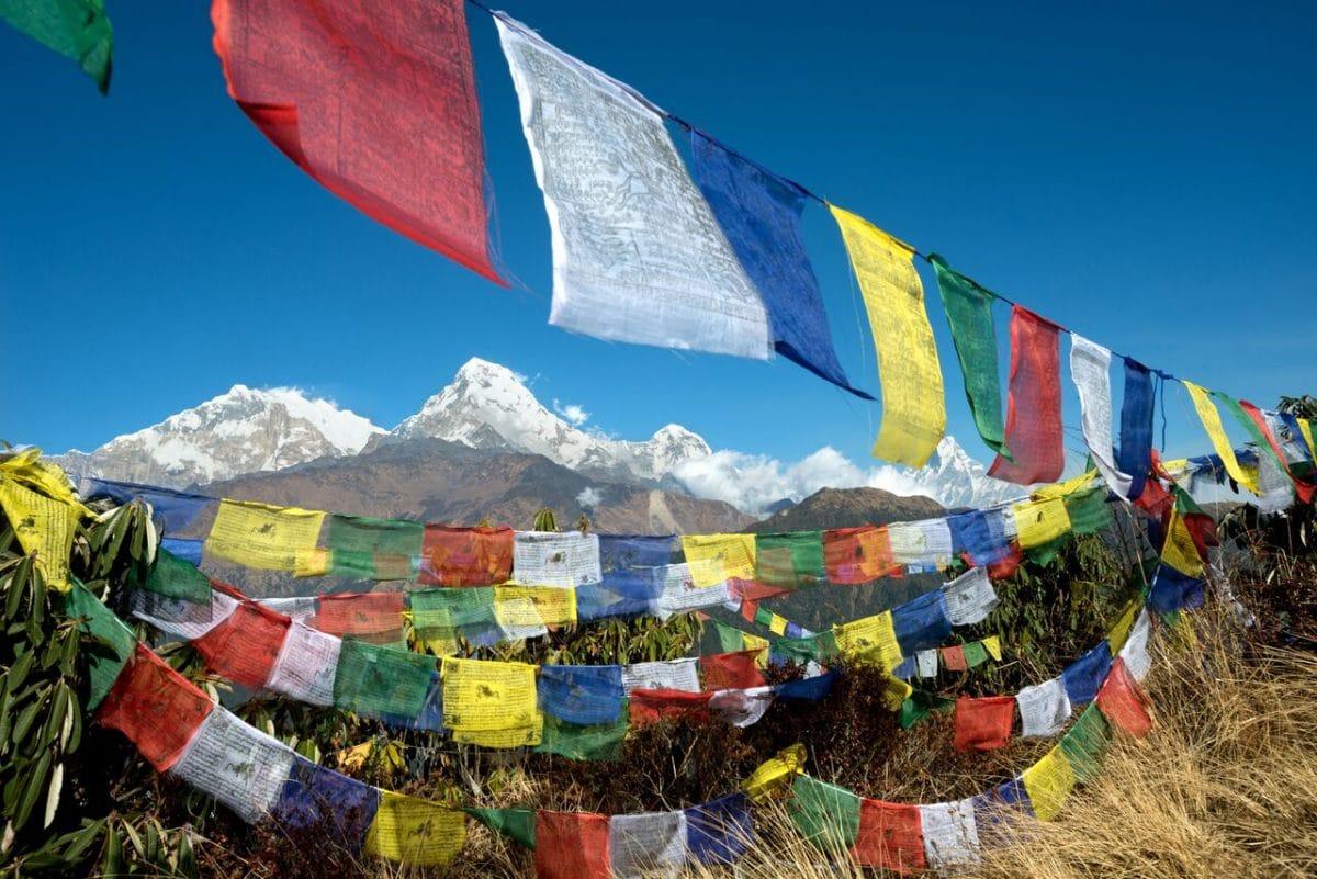 Klosterreisen Buddhistische Meditation Annapurna Trek Poon Hill Gebetsfahnen