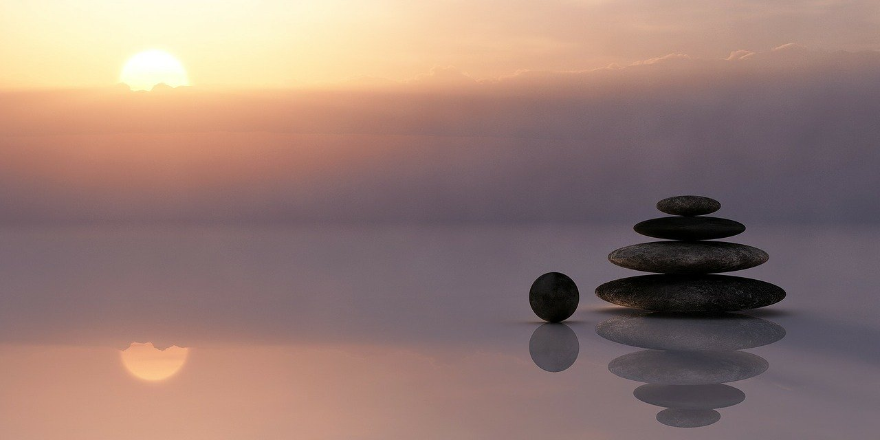 Vipassana: Wie das Schweige-Meditations-Retreat Ihr Leben ordnet