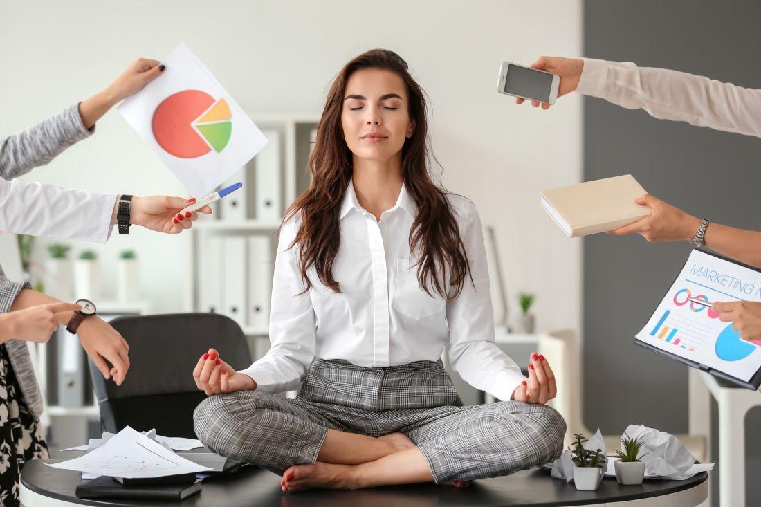 Meditation Frau Buero